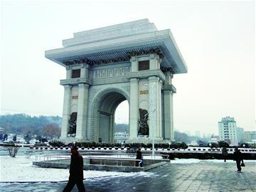 与朝鲜西部的南浦港均为朝鲜最大的港口,连通日本京都的舞鹤港及新潟